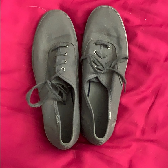 Super clean almost new grey/silver Keds